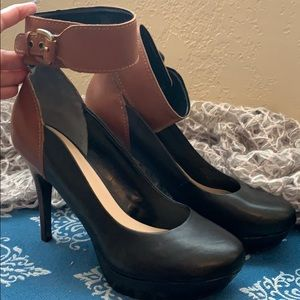 Gorgeous two tone Guess  leather heels